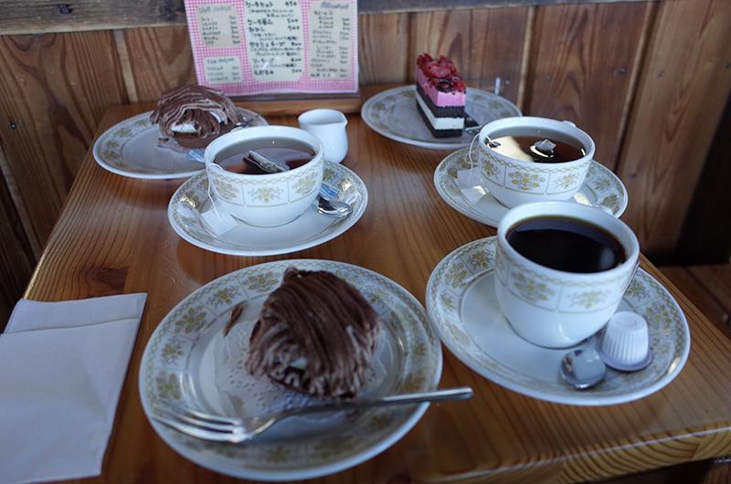 燕岳:カフェでケーキ