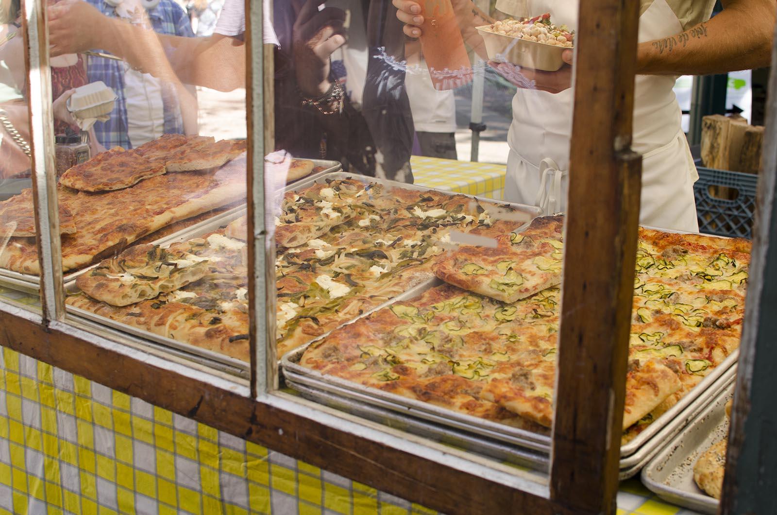 アメリカの旅2014:マーケットでピザ
